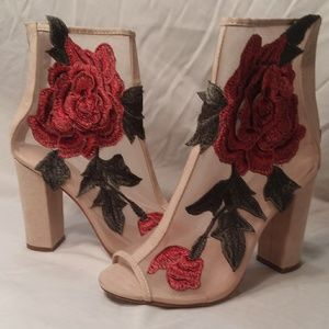 Liliana mesh shooties with rose applique, size 8